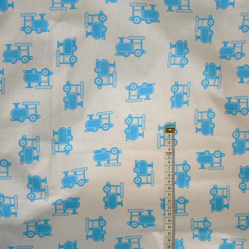 013D Bavlněná látka 40x79cm modré lokomotivy na bílé a6b8f7f6604